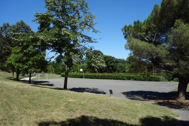 urban quartier Ancely : ses terrains de Foot et Basket en libre service