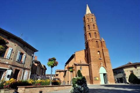 urban quartier Blagnac : son village et son église briques et galets
