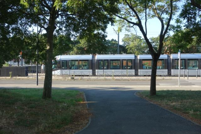 Urban Transport : Le Tram qui relie Toulouse - Blagnac et l'Aéroport