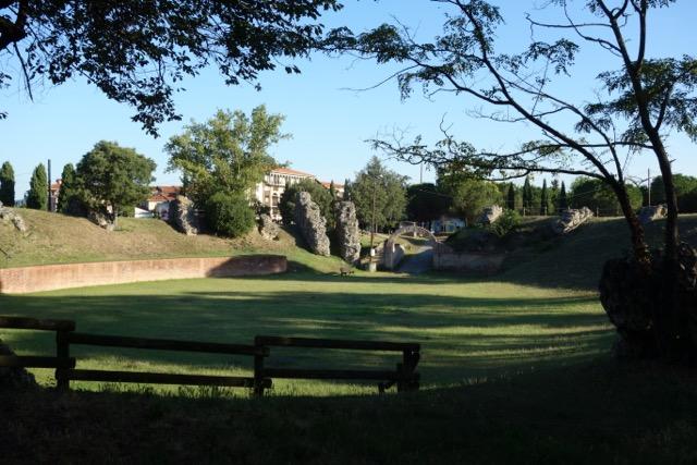 Urban Quartier : Les Arènes Romaines et son Théatre